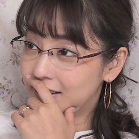 【個人撮影】メガネの美人妻。SEX時はメガネを外して本気モード!!自ら貪るように求め続けるセックスモンスターに中出し射精!!