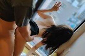 【個人】オフィスの目の前でガラス越しに他人棒で犯され興奮しながらも無許可で中出しされる美人妻。